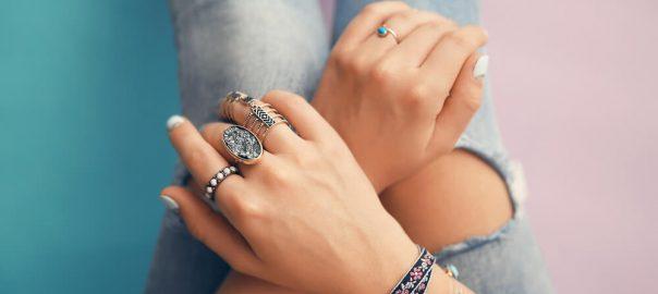 Como usar anéis? A beleza está em suas mãos