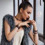 Saiba como combinar colares e pulseiras