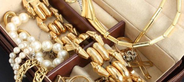 Como guardar colares? Comece a organizar suas peças