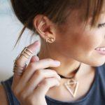 5 dicas para combinar vários brincos na orelha